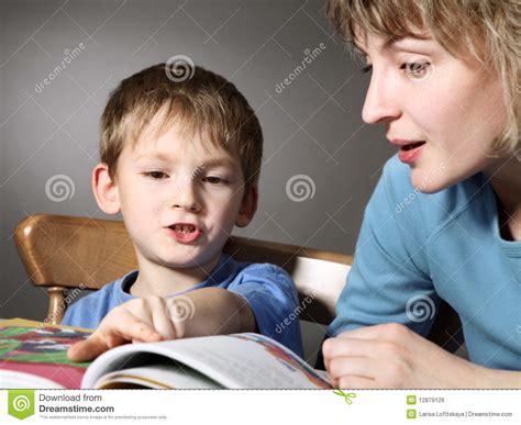 madres madres calentando al hijo home design interior madres masturba al hijo la madre ense 241 a al hijo a leer
