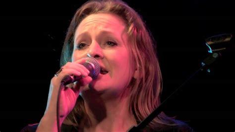 jodie sings bonnie raitt feels like home