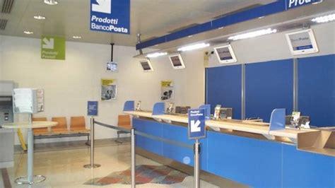 ufficio postale centrale torino lecce i rapinatori soccorrono la direttrice dell ufficio