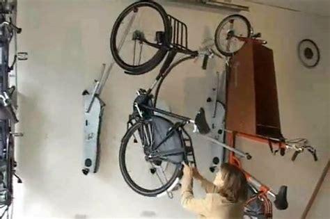 fahrrad platzsparend aufhängen ohne viel aufwand das bike an die wand h 228 ngen der