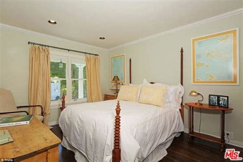 selena gomez bedroom selena gomez buys new la house for a bargain 2 25m