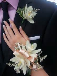 corsage and boutonniere for homecoming best 25 corsage and boutonniere ideas only on wedding boutonniere prom corsage and