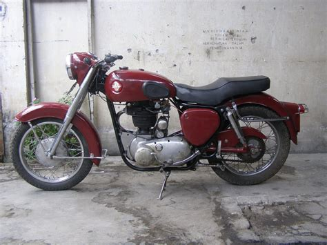 motor klasik sepeda ontel  barang antik dijual bsa
