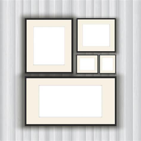 parete di cornici raccolta di cornici in bianco su uno sfondo di parete in