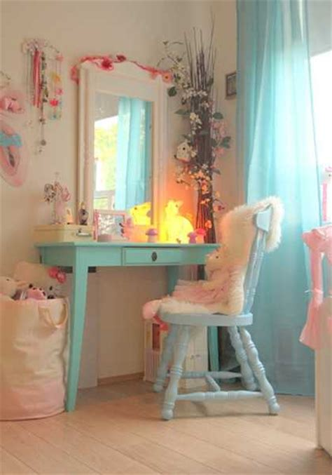 girls bedroom decorating  light room colors