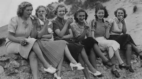 What did women wear during the 1930s ask com