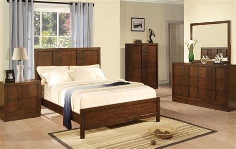 dark wood bedroom furniture sets traditional dark wood 4 pieces queen poster bedroom set