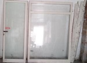 porta ingresso negozio vendo vetrina per negozio con porta ingresso posot class