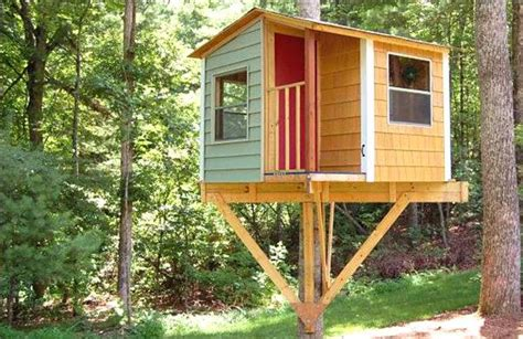 Backyard Treehouse Ideas by Diy Pallet Tree House Projects Pallets Designs