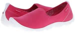 Sepatu Crocs Duet Skimmer crocs duet sport skimmer where to buy how to wear