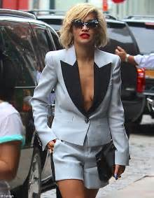 Look no bra the 22 year old r i p singer had no qualms stepping out