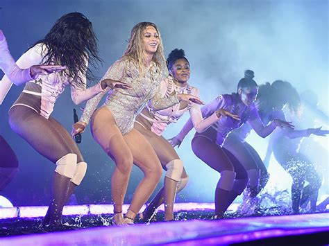 beyonc 233 has major wardrobe malfunction on formation world