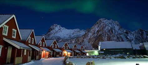 Northen Light by Skitouren Lofoten Norwegen Yellowtravel