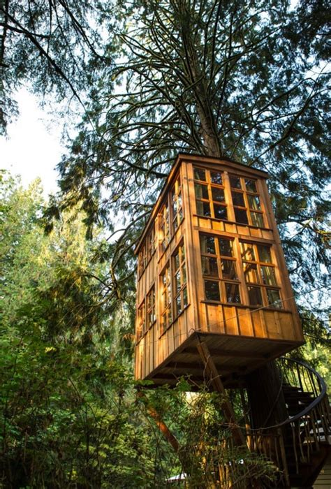 tiny tree house trillium treehouse at treehouse point