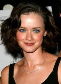 curly hairstyles for square jaw line hair cuts for women with a square jaw short hairstyle 2013