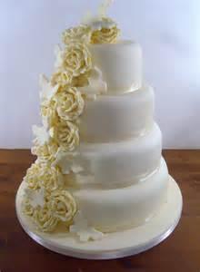 Cake Designers Near Me Wedding Cake I Do Cupcakes 3 Tier Wedding Cake Good Food Wedding Cakes