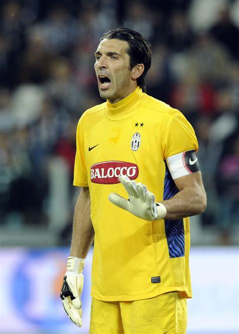Gianluigi Buffon Juventus Corinthian Microstars 3 gianluigi buffon in juventus fc v as roma serie a zimbio