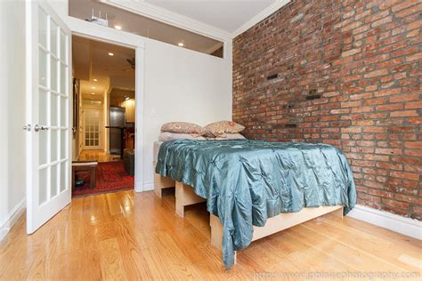 york interior    day  bedroom apartment