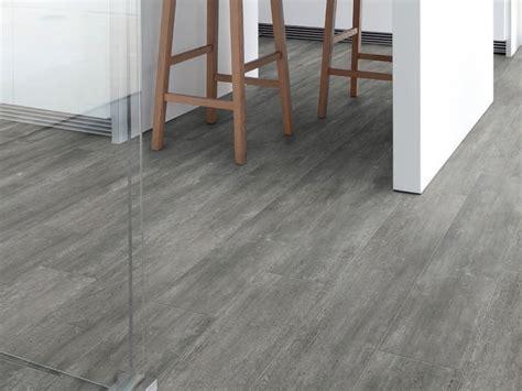 pavimento in vinile pavimento in vinile effetto legno virtuo adhesive