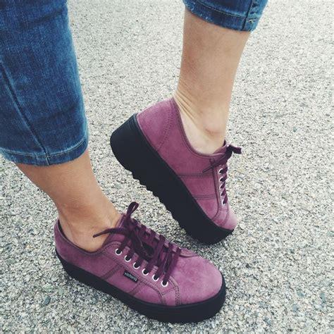 y yo en zapatillas las 25 mejores ideas sobre zapatillas en zapatillas zapatos deportivos de moda y