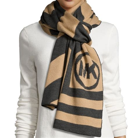 Selendang Michael Kors Original Mk Stripes Scarf Pink snap n zip fashion accessories michael michael kors chevron stripe logo scarf