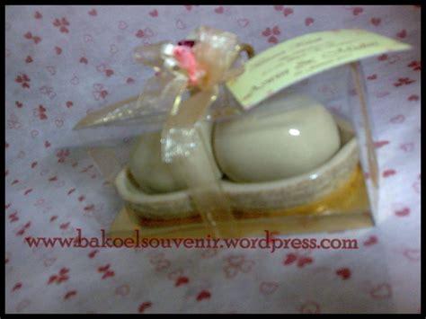 Souvenir Pernikahan 81 pin katalog produk 81 unique parcel cake on