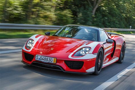 new porsche 918 webber takes delivery of porsche 918 spyder