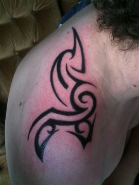 tribal shoulder blade tattoos 20 killer shoulder blade tattoos creativefan