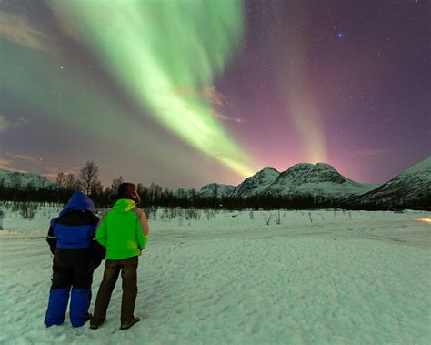 norway march northern lights tips tricks dressing for northern lights viewing