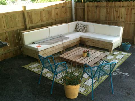 cuscini per divani fai da te 1001 idee per divani con bancali per interni ed esterni