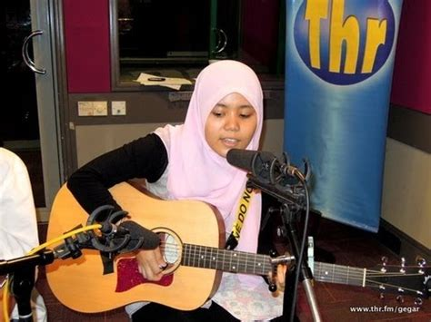 tutorial gitar sahabat by najwa latif watch adamu najwa latif cover by adriana alysya streaming