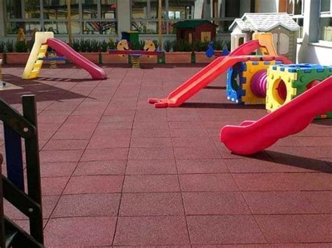 piastrelle gomma antitrauma pavimentazione antitrauma