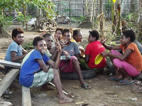 Kaos Papua Anak Wamena Asli komunikasi antarbudaya suku asli tanah papua marind
