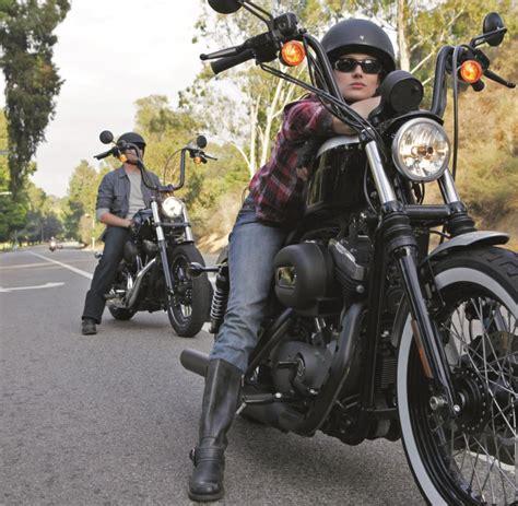 Motorrad Bilder Mit Frauen by Bikerinnen Sind Gl 252 Cklicher Umfrage Frau Und Motorrad Welt