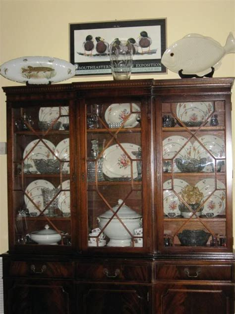 how to display crystal in china cabinet 1000 images about i ve got a hutch on pinterest china