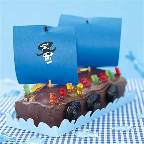 kuchen piratenschiff rezept piratenschiff mit b 228 rchen crew torte rezept mit bild
