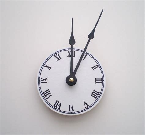 Unusual Wall Clocks | 10 unique wall clocks smashing tops