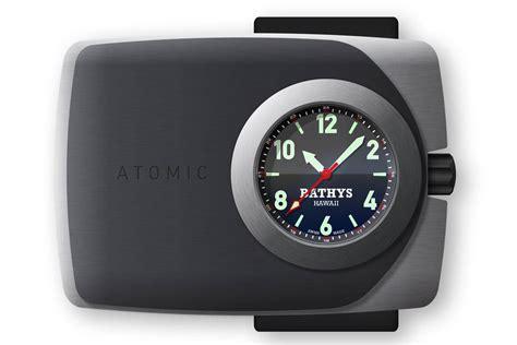 montre avec heure atomique