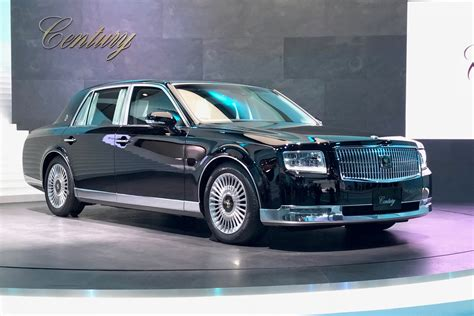 new and new toyota century limo brings school class to tokyo