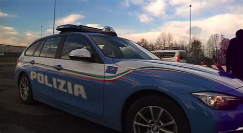polizia stradale brescia ufficio verbali controlli in stazione 92 veicoli fermati e 83 persone