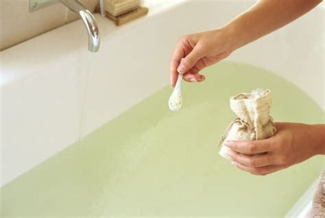 Detox Bath Baking Soda by How To Use Epsom Salt For Detox Howtoxp
