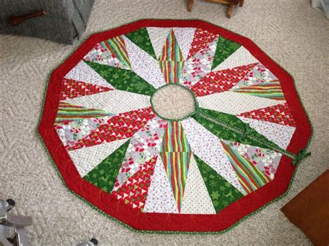 17 best images about quilted christmas tree skirt on
