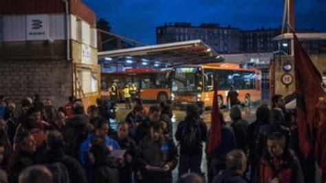 incidente vasco la huelga general en el pa 237 s vasco arranca con incidentes