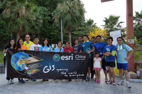 dr winnie tang middle  red  runners  walkers  esri china hk