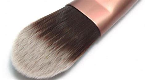 Eyeshadow Kering cara menggunakan foundation untuk berbagai jenis kulit