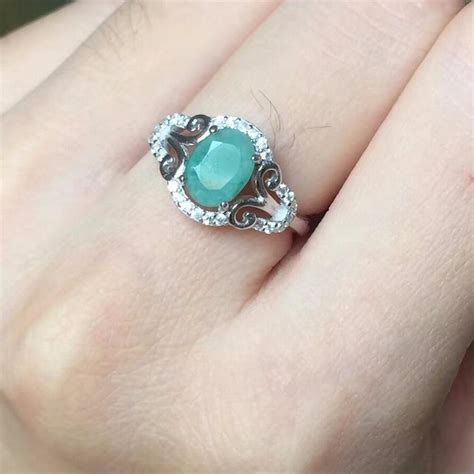 luxurious silver emerald ring for wedding ring
