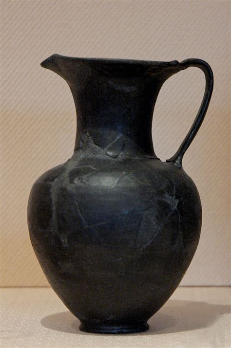 vasi di bucchero file bucchero oinochoe terme jpg wikimedia commons
