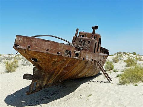 imagenes de barcos oxidados barcos oxidados varados en un desierto llamado mar de aral
