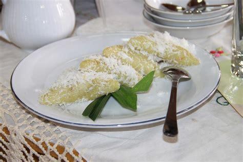 membuat kue kering dari beras ketan manis dan gurihnya kue lupis khas betawi indonesiakaya