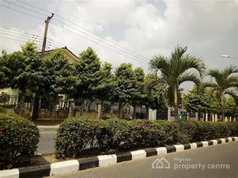 Home Design And Renovation Show Victoria by For Sale Spacious 4 Bedroom Fully Detached Duplex Within
